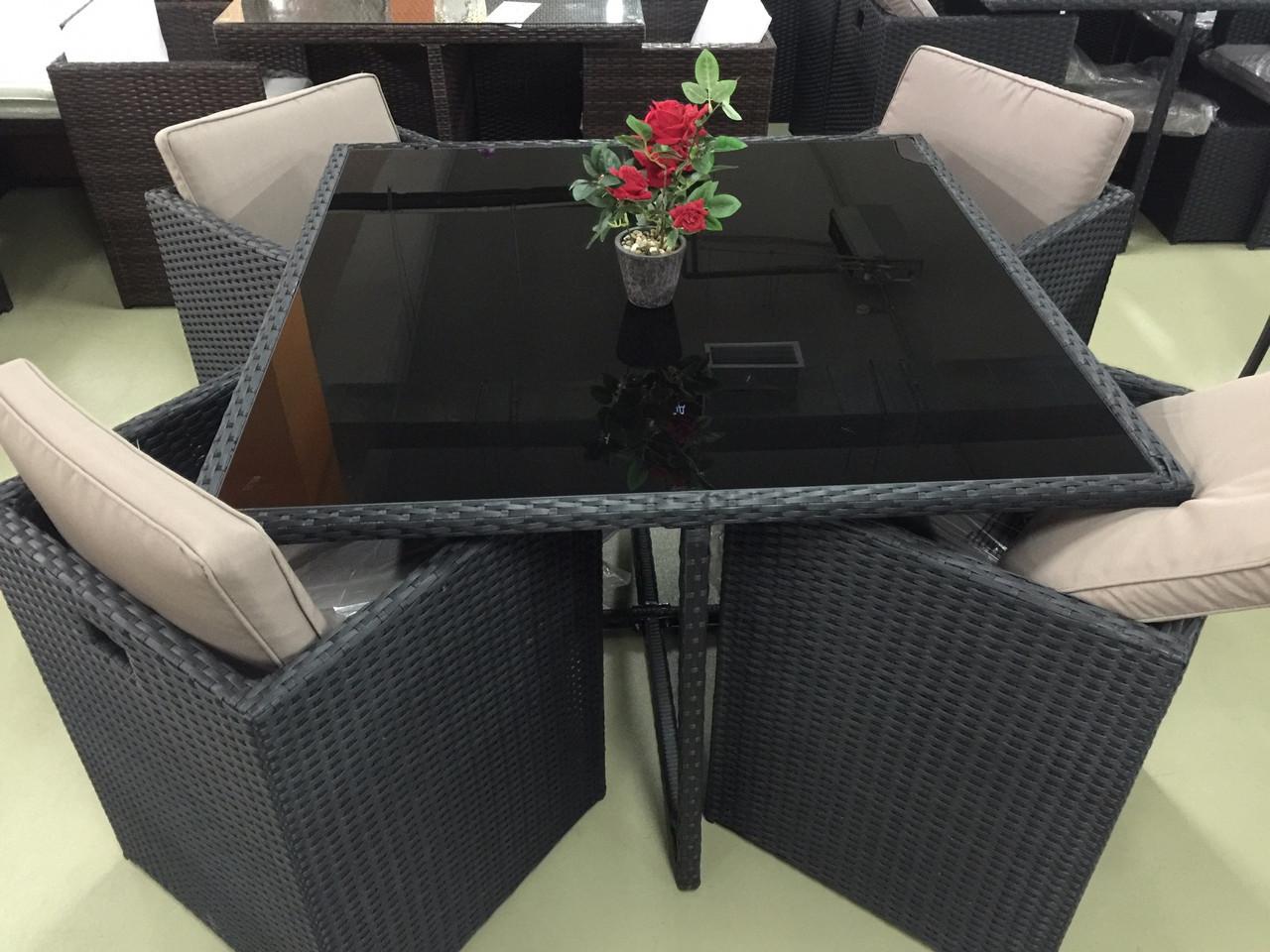 Стол+4 стула и 4 пуфа искусственный ротанг