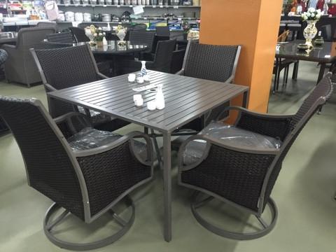 Набор мебели, стол + четыре крутящихся кресла, искусственный ротанг с железным крашеным каркасом