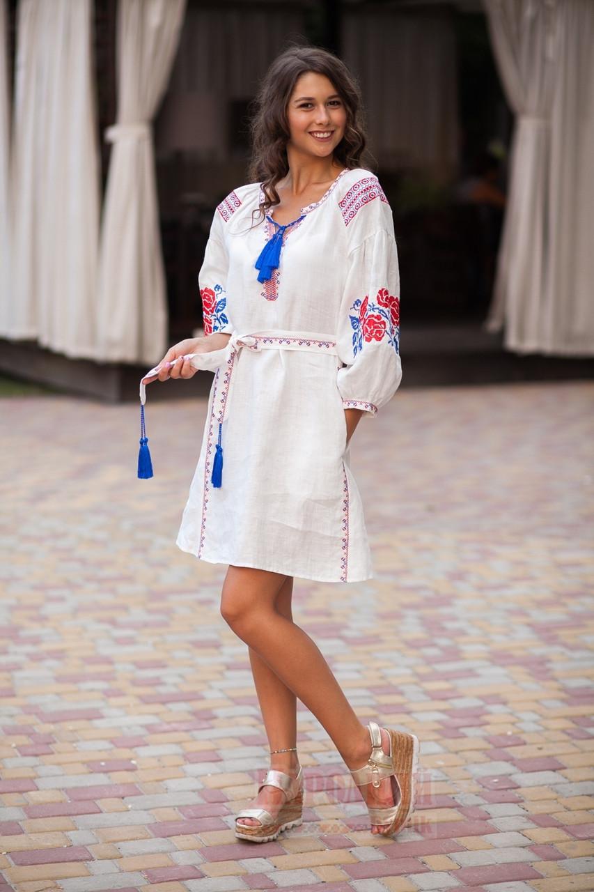 Белое льняное платье с вышитым узором из роз - фото 3