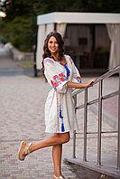 Белое льняное платье с вышитым узором из роз 46