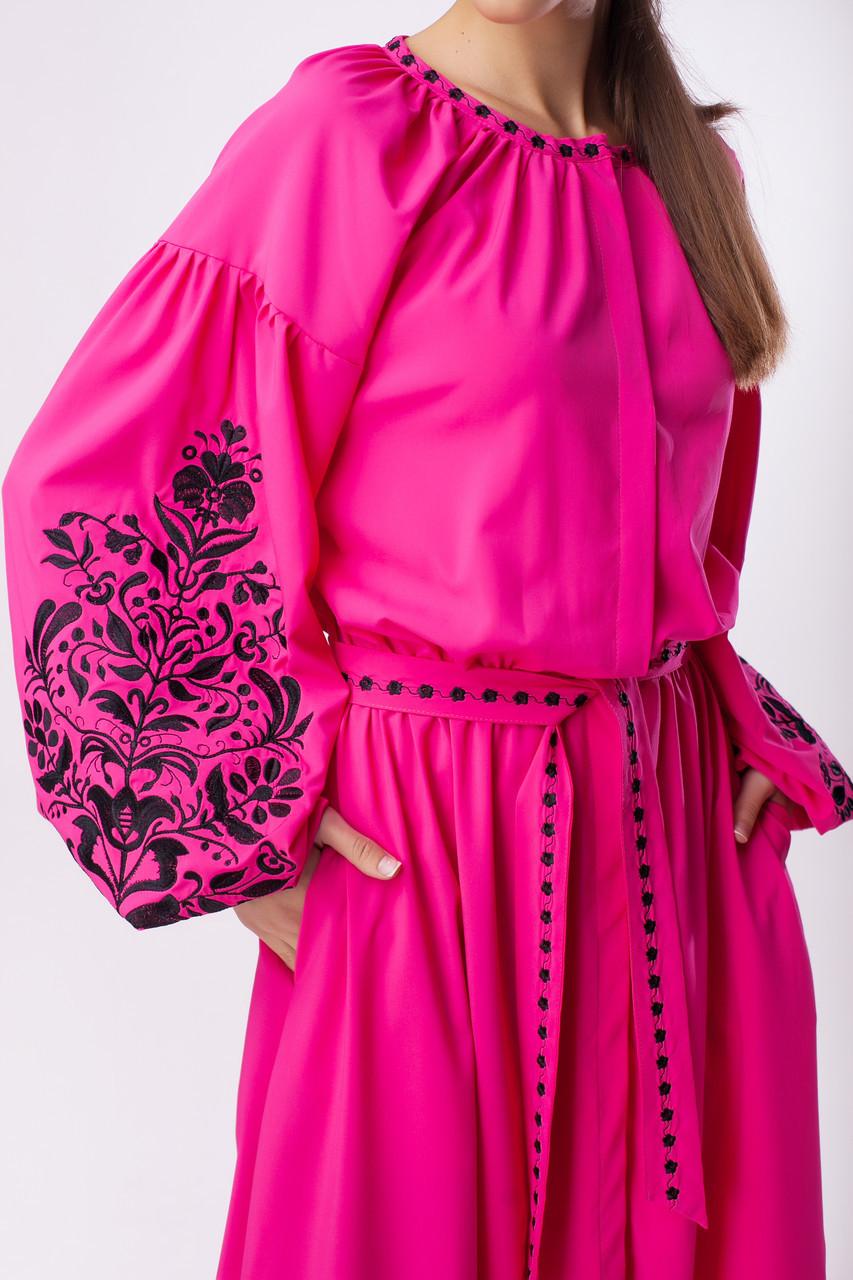Длинное розовое платье с черной вышивкой Дерево Жизни - фото 3