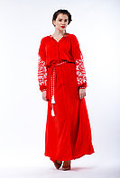 Красное платье отрезного кроя с белой вышивкой