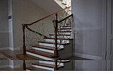 Светлая лестница в современном стиле, фото 3