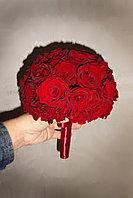 Букет невесты из роз красный