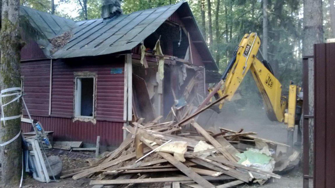 Снос  ветхих домов и дачных домиков