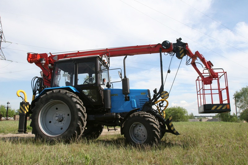 Автовышка-манипулятор на базе трактора МТЗ