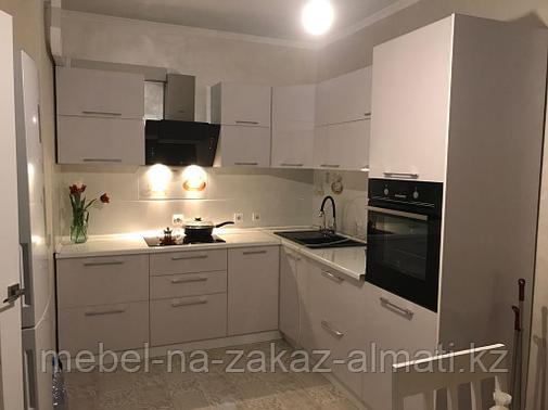 Встроенные кухни для маленького помещения, фото 2