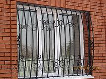 Решетки на окна дутые, прямые, встроенные, с элементами ковки, с открыванием.