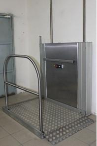 Подъемная платформа для инвалидов с вертикальным перемещением ЛИФТ-ПРО 420 (крепление боковых колонн на стену)     арт.16845