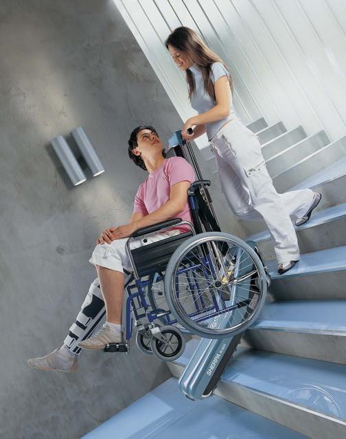 Лестничный  гусеничный мобильный подъемник для инвалидов SHERPA N 904 (Италия)