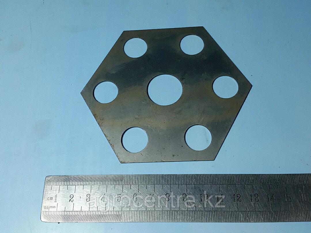Пластина стопорная STEYR балансира (7 отв. Шестиугольная) 99014520265A (S01767)