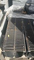 Комплект: Лоток водоотводный Gidrolica Standart ЛВ-30.38.38 - пластиковый с решеткой щелевой чугунной, фото 1