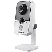Сетевая IP-видеокамера Hikvision DS-2CD2442FWD-IW