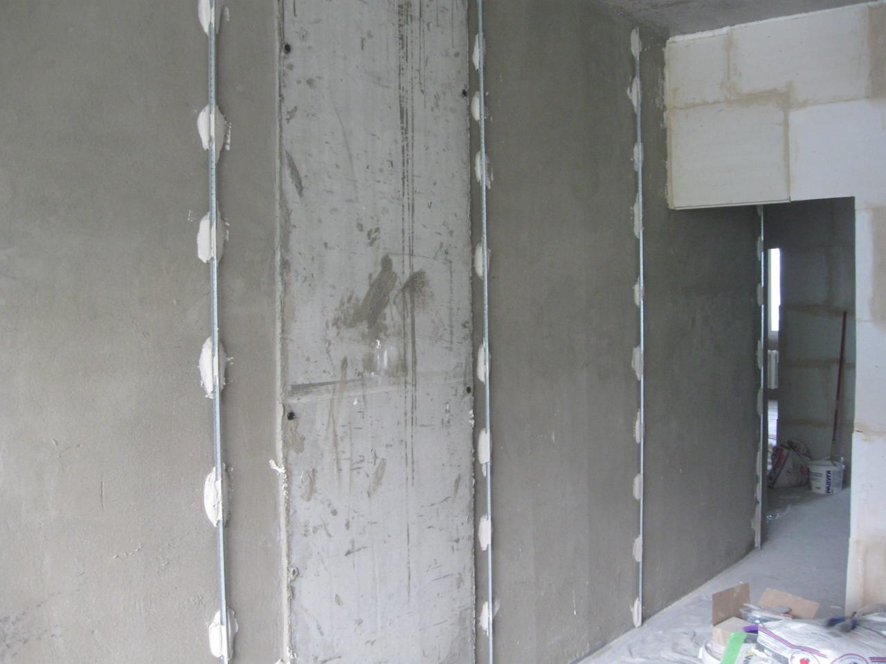 Оштукатуривание стен (выравнивание)  по маякам
