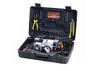 Автомобильный компрессор с инструментом для шиномонтажа