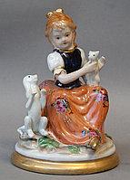 """Антикварная фарфоровая статуэтка """"Девочка с кошкой и собакой"""""""