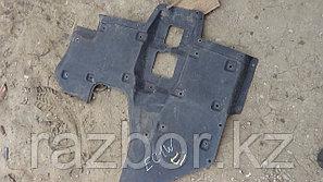 Защита под двигатель (правая) Mitsubishi Legnum