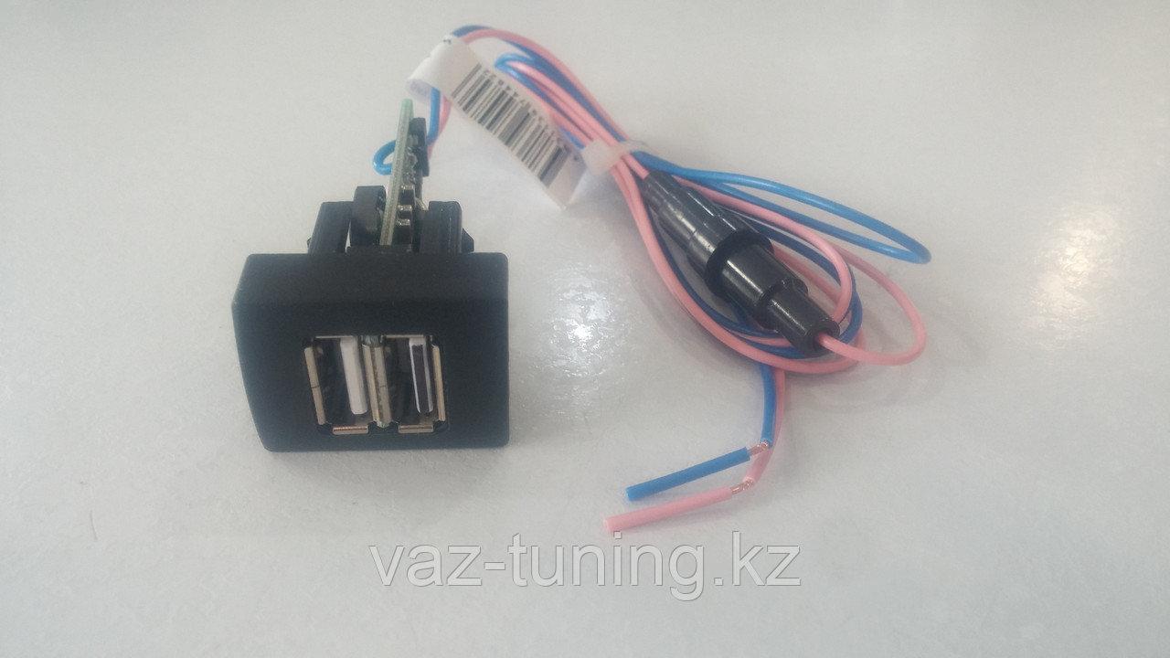 """Двухгнёздное универсальное зарядное устройство """"Штат USB 3.0 Приора-Гранта"""""""