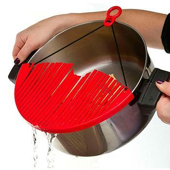 Универсальный дуршлаг-накладка для слива воды Better Strainer.