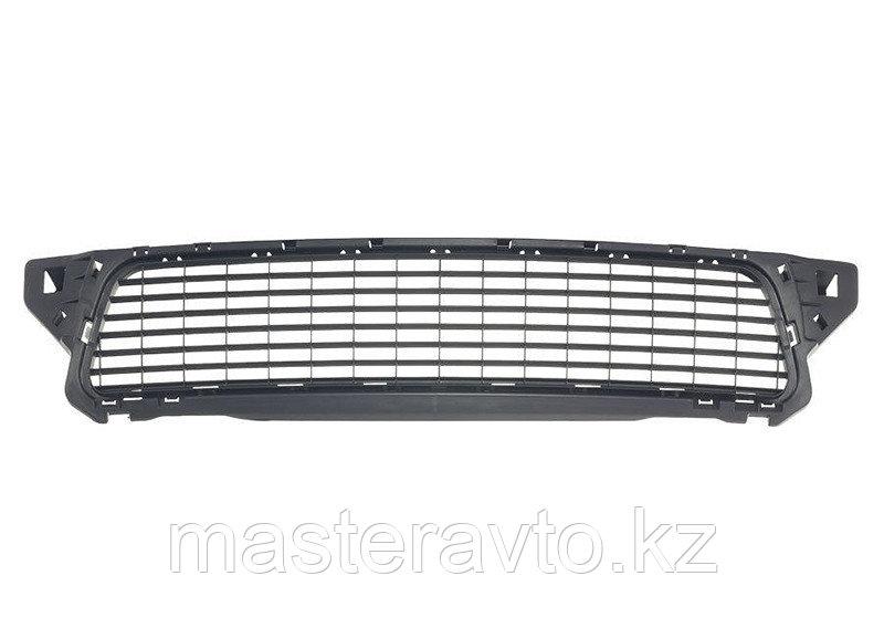 Решетка переднего бампера Renault Duster 2012>(NEW)