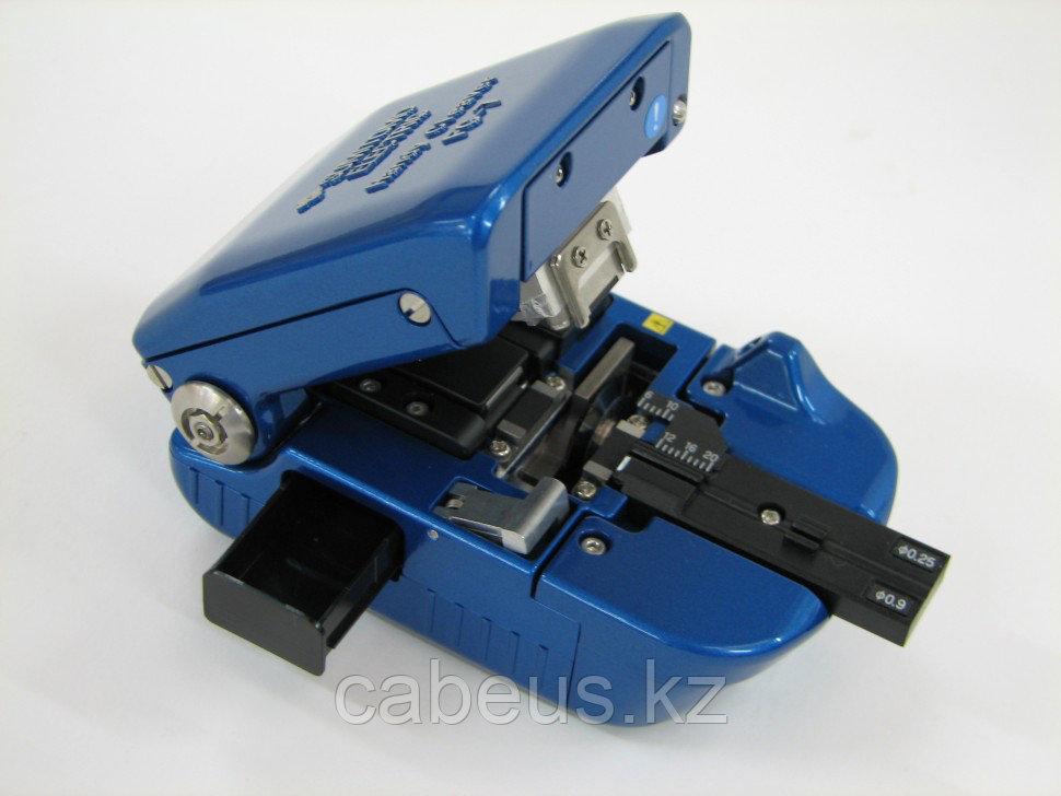 Ручной скалыватель оптических волокон FC-7M-F8, для 8-ми волоконных лент (с контейнером)