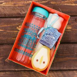 """Набор """"Восхищать"""", бутылка для воды (500 мл), полотенце (30 х 30 см), мыло"""