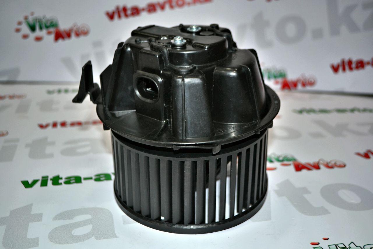 Мотор отопителя салона с кондиционером