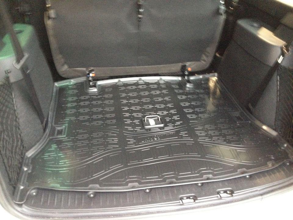 Коврик в багажник полиуретановый 7 мест