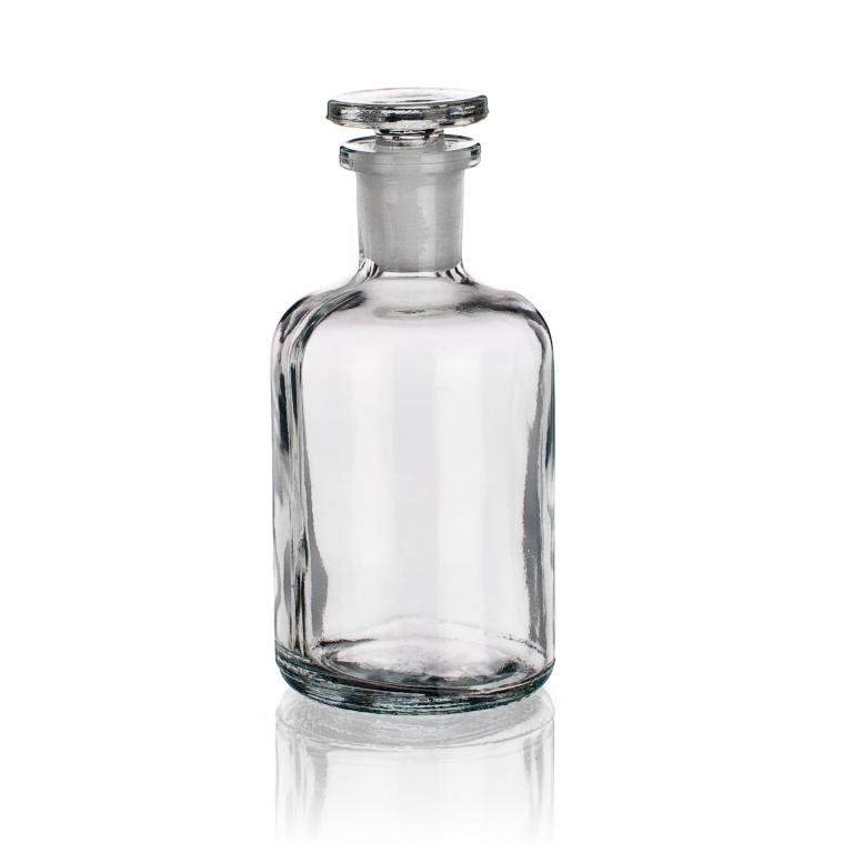 Склянки для реактивов из светлого стекла с узкой горловиной и притертой пробкой
