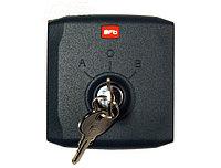 Q.BO KEY - ключ-выключатель накладной, в комплекте 2 ключа.