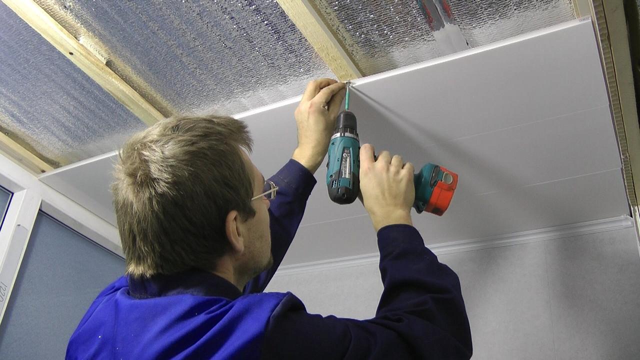 Монтаж пвх панелей на потолок