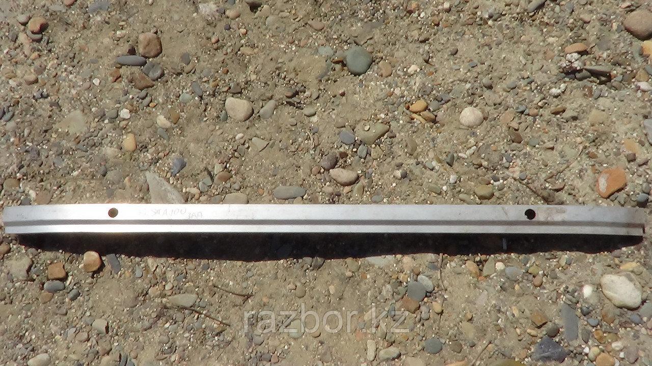 Усилитель бампера задний Toyota Cresta (100)