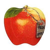 Блюдо из стекла в виде яблока с биркой.