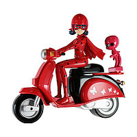 Леди Баг на скутере