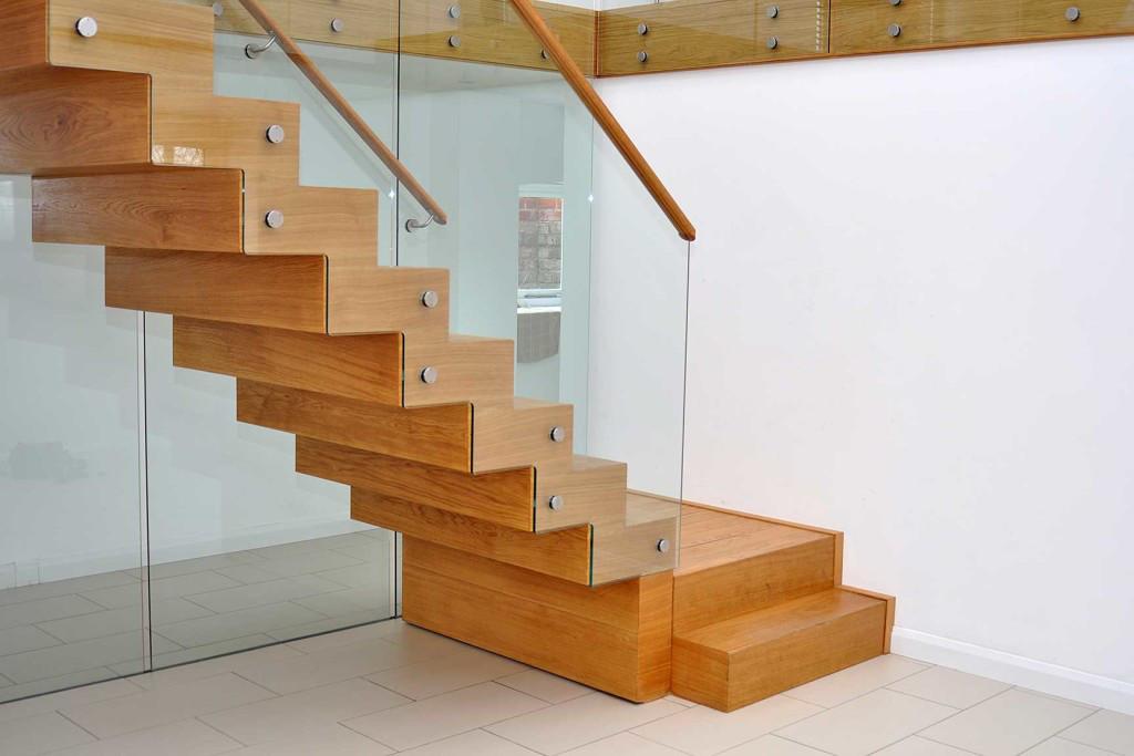 Установка лестниц для дома