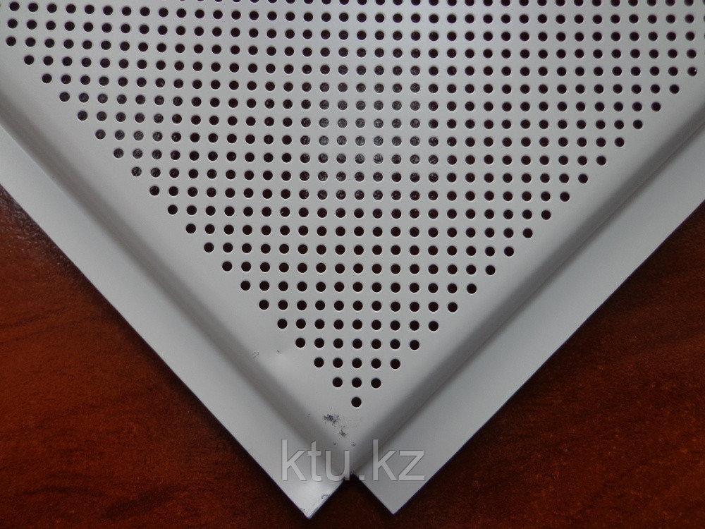 Белый перфорированный матовый кассетный потолок