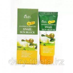 Ekel Snail Sun Block SPF50+/PA+++-Легкий увлажняющий солнцезащитный крем с экстрактом улитки