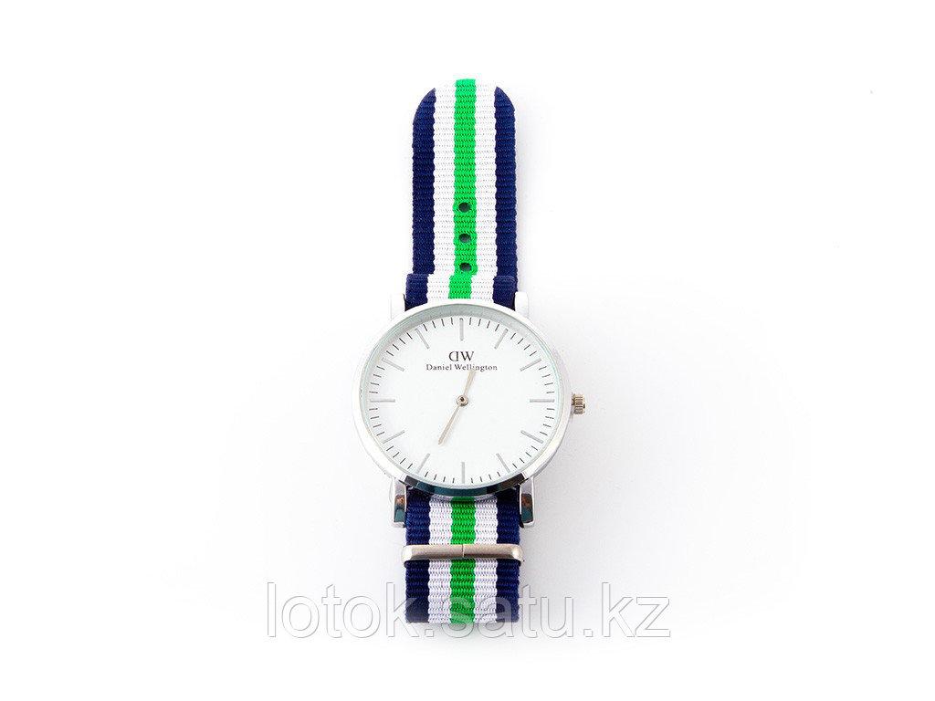 Часы наручные «DW» - фото 1