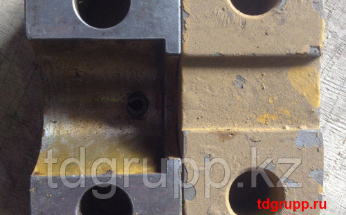 128-4026 (131-1651) Крышка бугеля CATERPILLAR 578, D8T, D9N