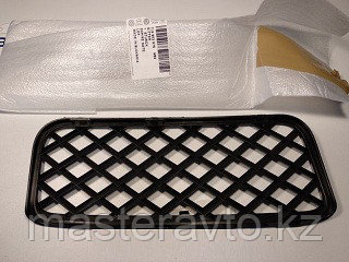 Решетка в юбку бампера LH VW TOUAREG 2002>(NEW)
