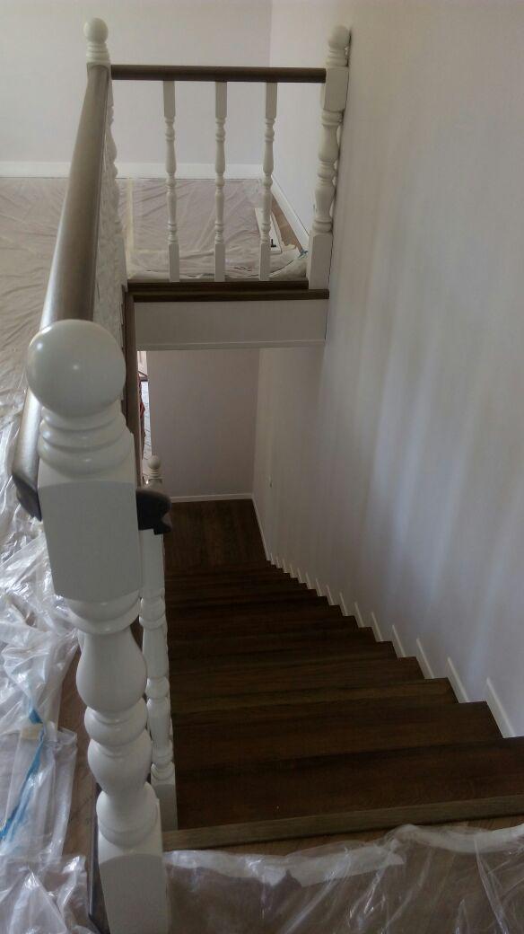 Реставрация старой лестницы в коттедже