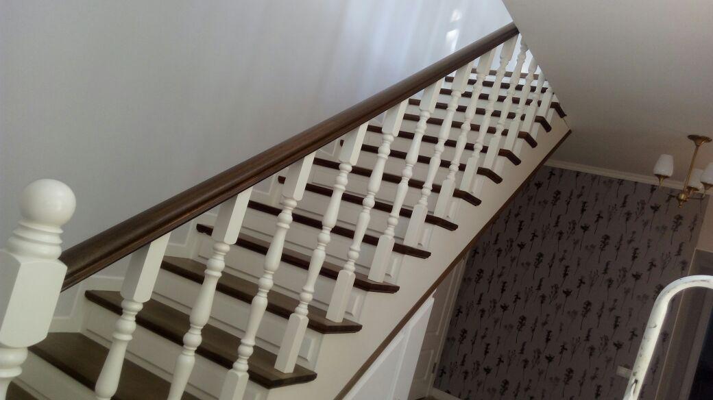 Реставрация старых деревянных лестниц в коттеджах