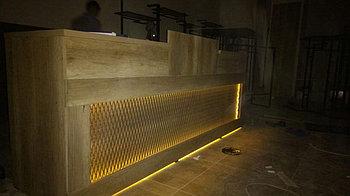 Ресепшн с декор решеткой и подсветкой 1200*2700*1500