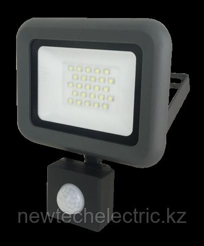 Прожектор PFL-C-SMD-20w sensor LED 20Вт IP54 6500К JazzWay с датчиком движения и освещенности