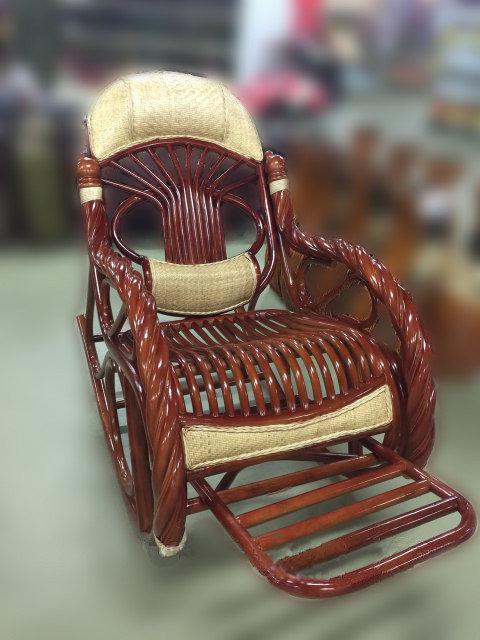 Кресло качалка из ротанги коричневая (плетен.)