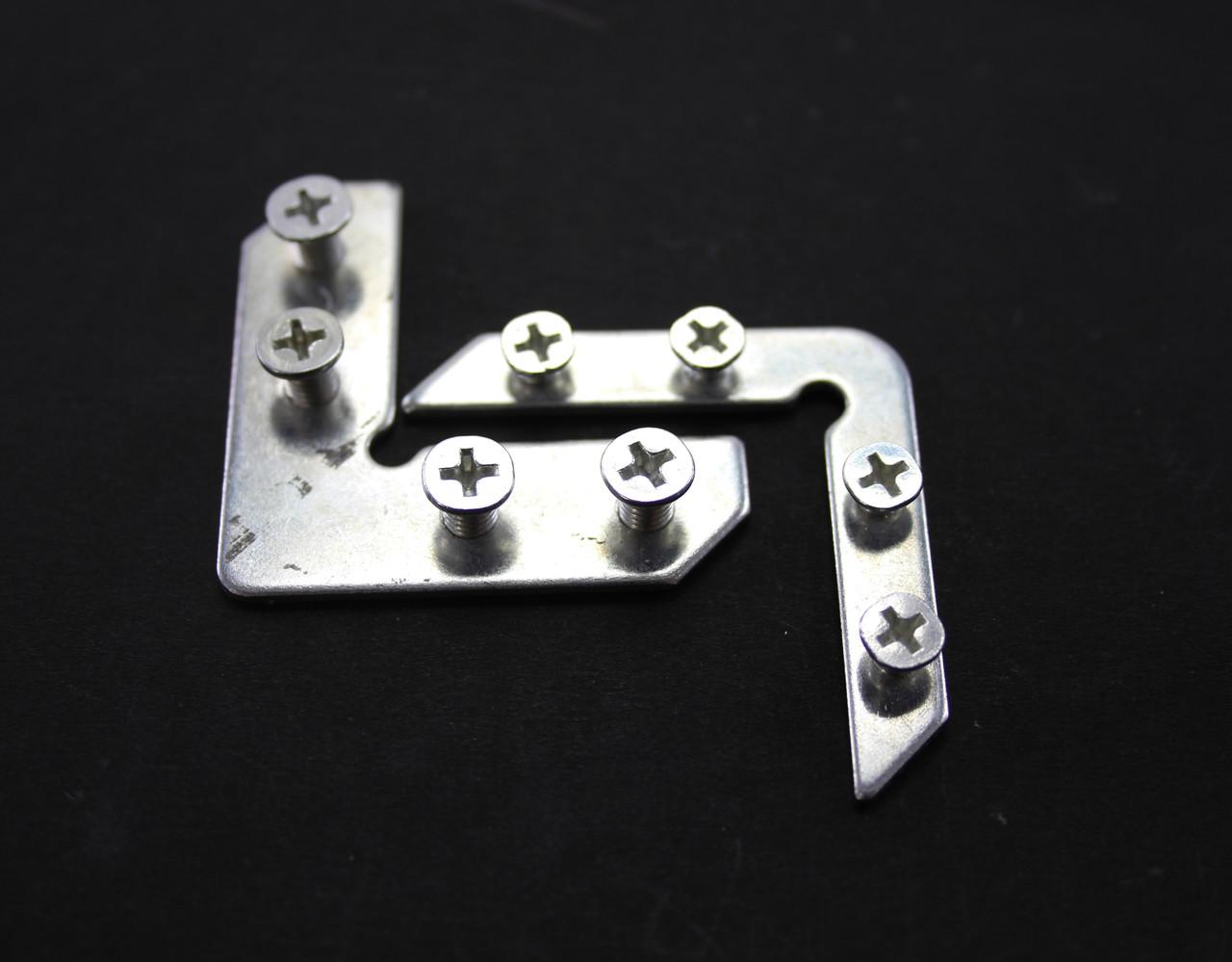 Соединительные уголки с шурупами металлические