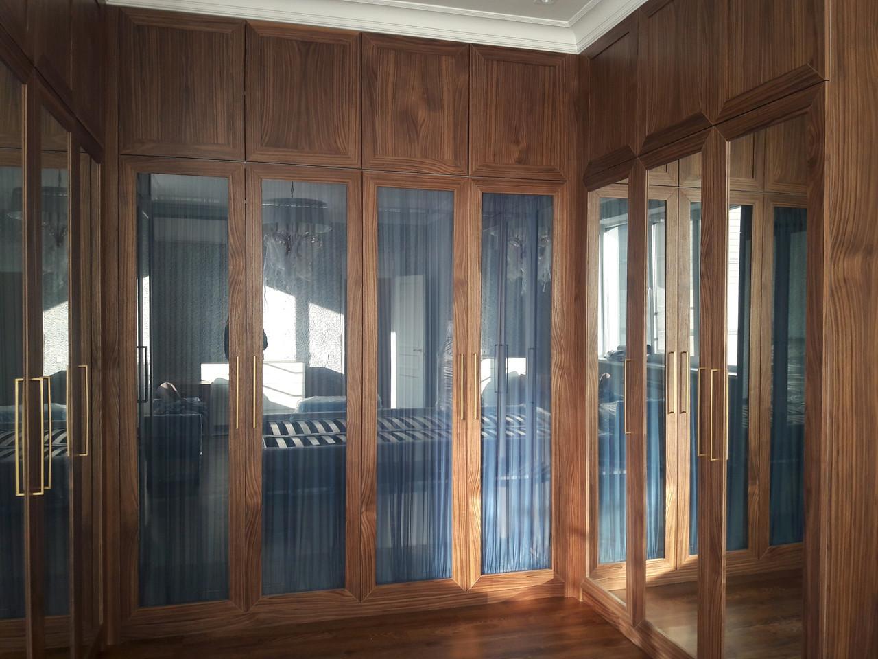 Шкаф с шпонированными фасадами