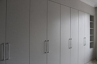 Шкаф с крашенными фасадами