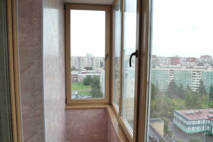 Балкон лоджия, окна с ламинацией под дерево, доставка и монтаж