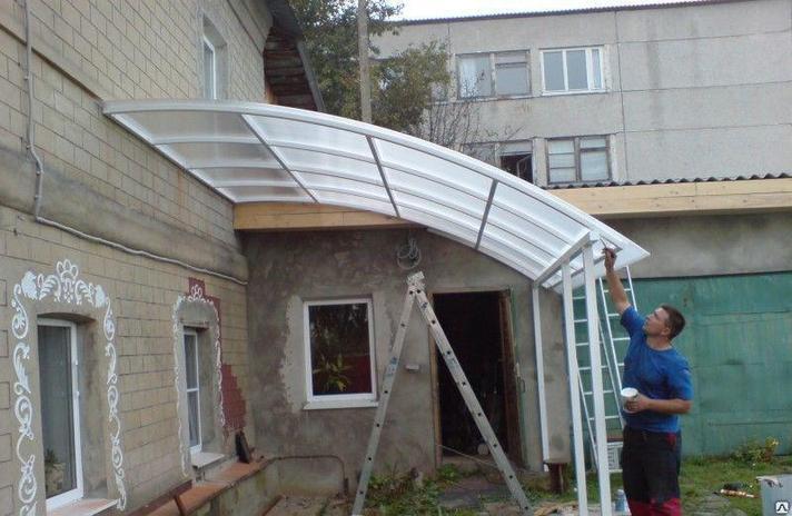 Навес из  поликарбоната пристроенный к гаражу, фото 2